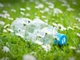 zwerfaval-plastic-flesje